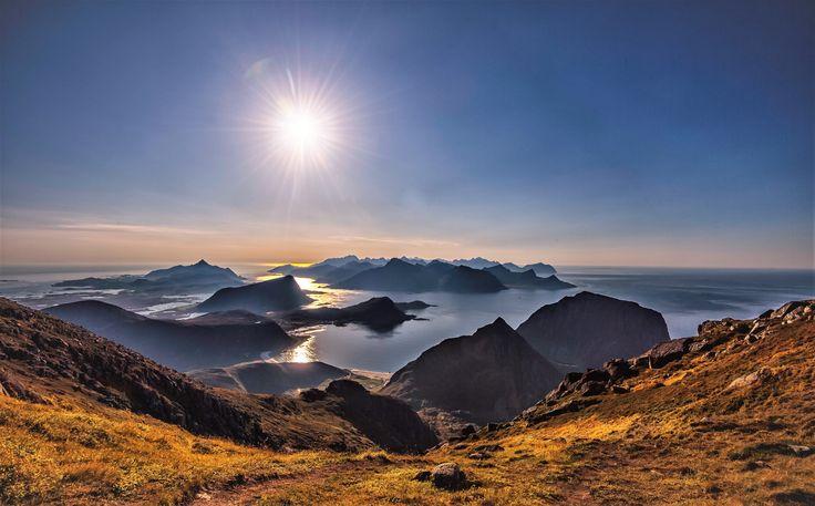 https://flic.kr/p/YXyJ9E | Utsikt fra Himmeltinden | View towards the western part of the Lofoten islands