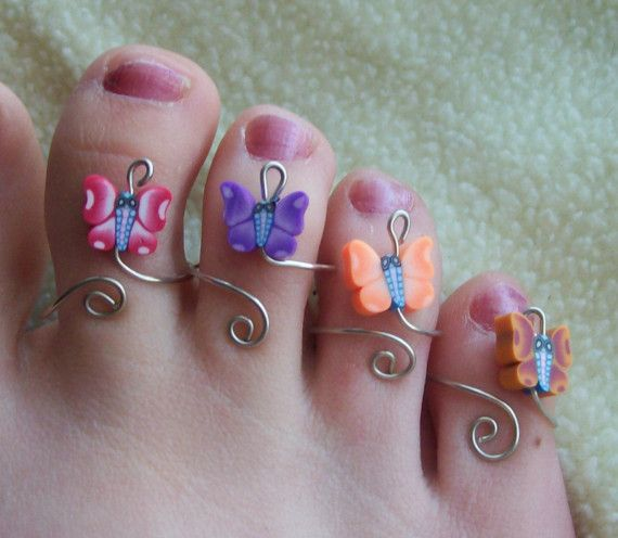 Butterfly Toe Ring for no shoe days. Great use of wire and polymer clay.