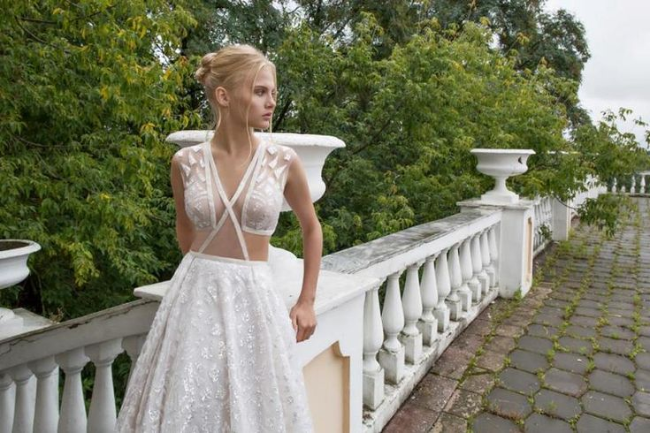 "Nurit Hen presents ""Ivory White"" - 2017 bridal collection. #wedding #bride #bridal #nurithen #hautecouture #mermaidgown #fabfashionfix #glamorous"