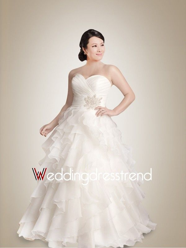 Great Plus Size Sweetheart Brush Train Wedding Dress with Delicate Ruched and Ruffles