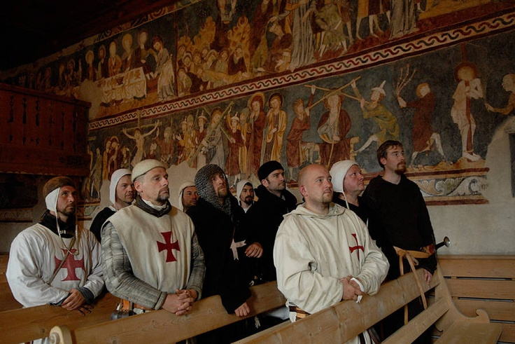 Die Ordensbrüder in der Kirche Waltensburg. Hospitallers and Templars in the Church of Waltensburg (CH). Comthurey Alpinum, 1180 a.D. Reenactment.