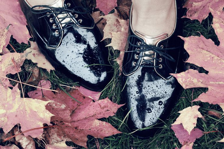 black patent leather derby shoes by Aga Prus, fot H. Karapuda.