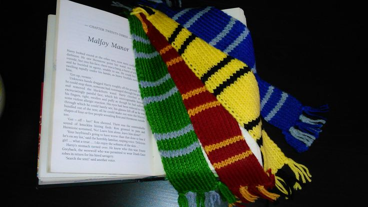 Harry Potter hand-knitted bookmark scarves in the colors of all 4 Houses!