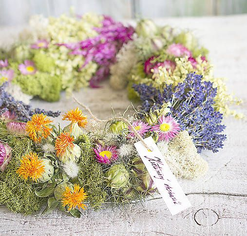 Natur colorful wreath, dried flowers, lavender, moss