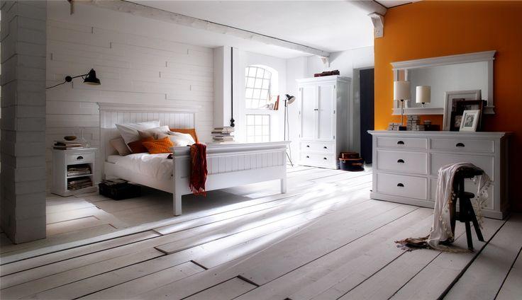 Hvidmalede mahogni møbler, leveres samlede.
