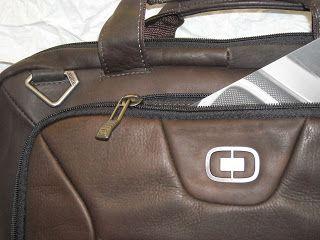 """17minute: OGIO servieta de umar pentru laptop de 17"""" materia... http://17minute.blogspot.com/2013/11/ogio-servieta-de-umar-pentru-laptop-de.html?spref=tw 17minute: OGIO servieta de umar pentru laptop de 17"""" materia..."""