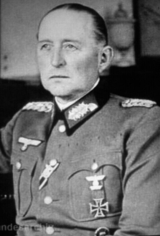 General der Panzertruppe Leo Dietrich Franz Freiherr Geyr von Schweppenburg (02 March 1886 - 27 January 1974).