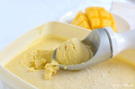 Mango ijs met kokosmelk. Eenvoudig recept, lactose-vrij. Geen ijsmachine nodig. #mango #ijs #kokos #kokosmelk #desserts #toetjes #zomer #recepten