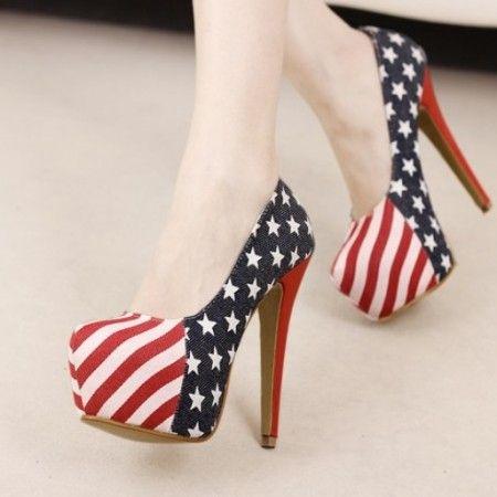 Sapato Pumps America bico de tubarão em material Canvas com detalhe América R$ 99.90  #sapato #pumps #highheels #saltoalto #mulher #moda #calcados #lojaoziris #sapatocolorido #diva #colorido #EUA #bandeira #america