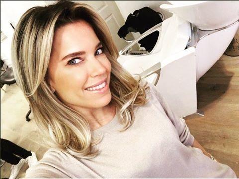 Sylvie Meis heeft een behoorlijk stuk van haar lokken af laten knippen. Stylist Leco mocht het kapsel van de presentatrice bewerken. Wat vinden jullie ervan? #sylviemeis #sylvie #kapsel #hairstyle #hair #charbel #happynewhair @1misssmeis @lecolook