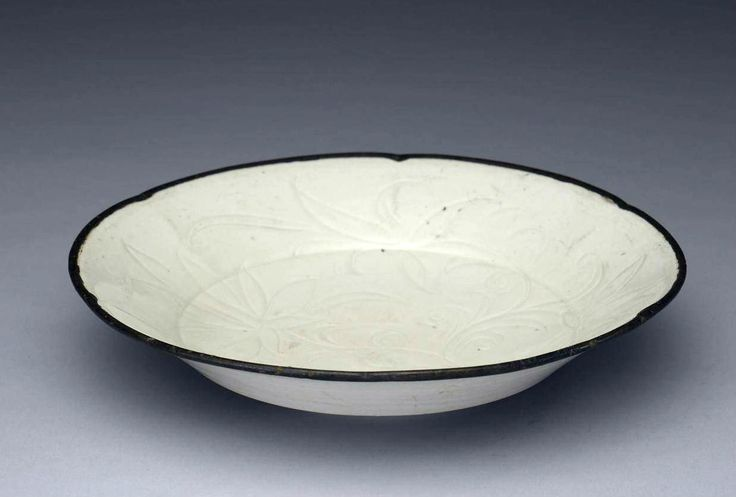 宋 定窯 劃花蓮花葵瓣口盤 - Ding Kiln, Song Dynasty, China, The Palace Museum