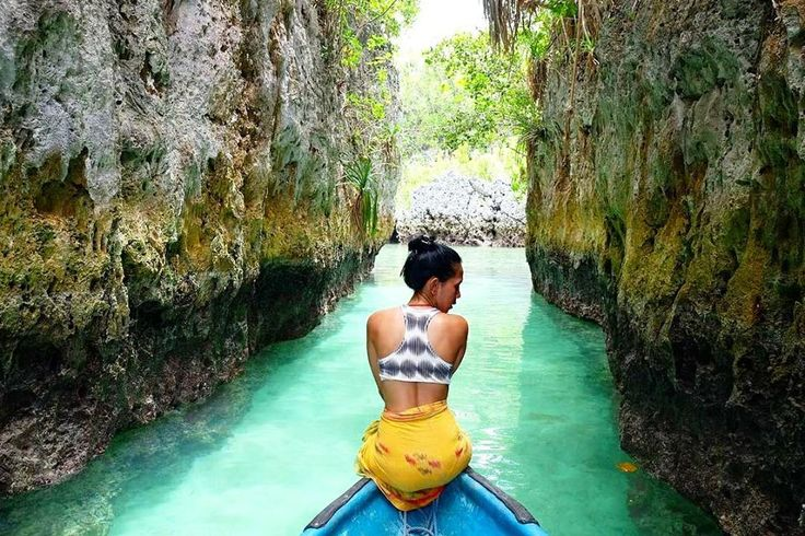 Pulau Bair Tual adalah sebuah pulau yang unik khas pulau tropis dengan sejuta pesona. Salah satu keunikan datang dari dua teluk dengan air jernih dan laut yang tenang, serta tebing batu. . . Location : Pulau Bair, Dulah Laut Photo by : @kikky.amalia . . #pulaubair #pantaingurbloat #pantaingurtavur #tukangjalan #Tukang_Jalan #tukangjalantrip #kepulauankei #explorekei #trippulaukei #opentrippulaukei #keibesar #keikecil #keimalukutenggara #wisata #wisatamalukutenggara
