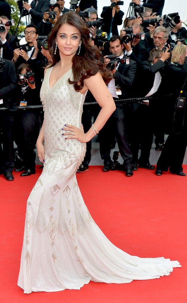 Aishwarya Rai steals the show in a gorgeous Roberto Cavalli gown!