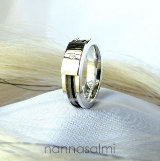 Keepsake made with your own horse´s hair. Ring with a woven horsehair ribbon by nannasalmi