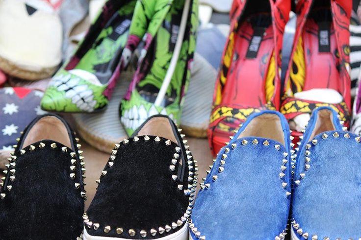 Funky shoes, ladies market, Hongkong | www.thing2gether.com