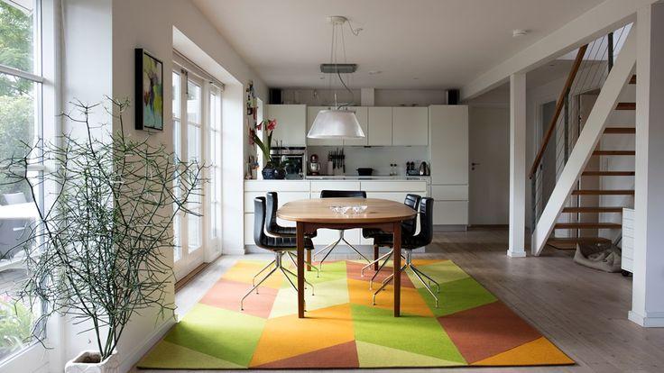 Fraster filt tæppe mønster diamond  i gul og grøn giver de hvide rammer liv
