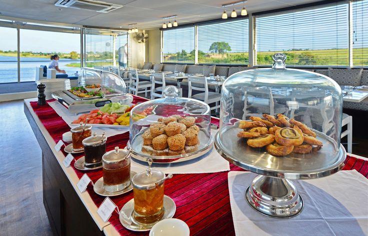 And how was your breakfast this morning?  #zambeziqueen #luxuryafricanriversafari #finedining #beautifuldestinations #luxurytravel #luxurysafari #exploreafrica #experience #travel #travelafrica #bucketlist #zambeziqueencollection