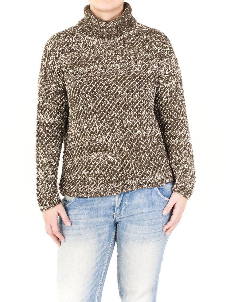 Jersey de punto básico para mujer con favorecedor escote cisne y precioso estampado. Lúcelo este invierno en alguno de los 5 colores que tenemos para ti.
