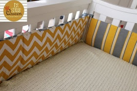 Smart way to sew a cRib bumper.  Also like the use of ribbon for ties to avoid all that work of maKing a billion ties.  DIY Custom crib bumper