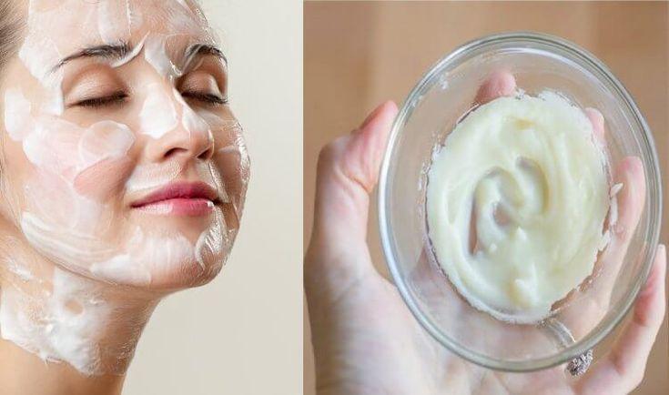 nettoyage complet du visage avec l'huile de coco et bicarbonate de soude