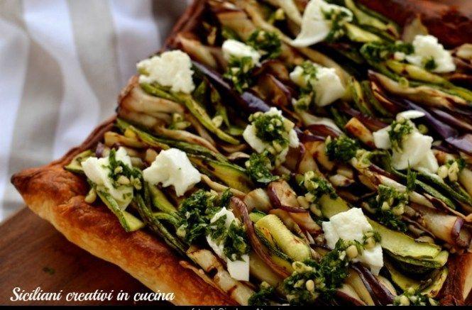 Sfogliata vegetariana con verdure grigliate, pesto al prezzemolo e mozzarella di bufala | SICILIANI CREATIVI IN CUCINA | di Ada Parisi