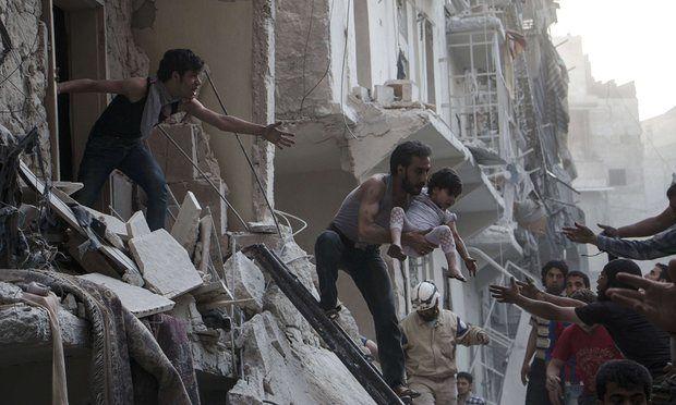 KIBLAT.NET, Damaskus – Bombardir hebat yang dilancarkan rezim Suriah terhadap penduduk Aleppo, Suriah, telah mendorong pengguna twitter diseluruh dunia berkicau deras. Tagar selamatkan Aleppo menjadi trending topic di media social. Berdasarkan pantauan Kiblat.net pada Sabtu (30/04), tagar berbahasa arab #أغيثوا_حلب (selamatkan Aleppo) telah di tweet oleh 148 ribu pengguna Twitter. Hashtag itu menjadi trending topik …
