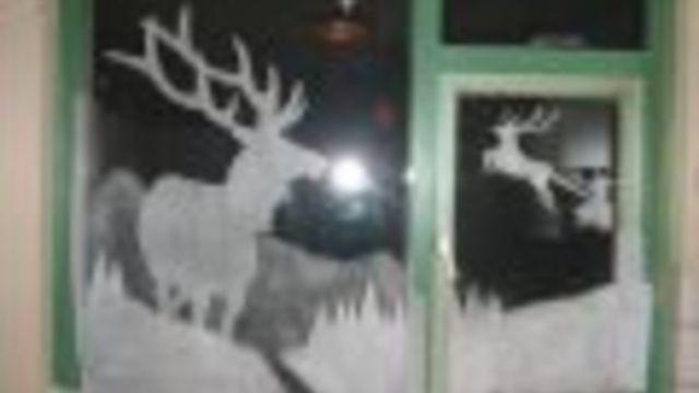 Erg leuk dit! Raamdecoratie, je maakt het heel makkelijk zelf! Iedere afbeelding die je wilt, kun je ervoor gebruiken. #kerst #knutselen