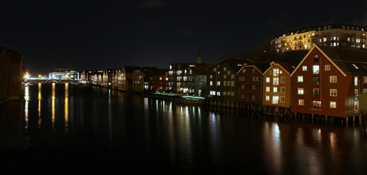 Nidelven at night. www.visittrondheim.no