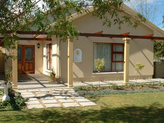 La Paix Guest House - La Paix Guest House is a comfortable and welcoming guest house located in the lovely town of Beaufort West, just 600 m from the N1 highway.  Beaufort West lies in the central Karoo, north of the Nuweveld ... #weekendgetaways #beaufortwest #southafrica