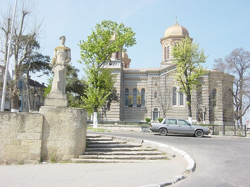 The Sailor's #Monument and #Constanta #Cathedral in the background - Constanta, #Romania, via Flickr.