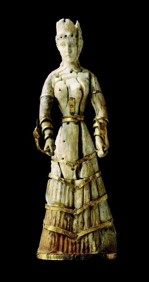 Dea dei serpenti, 1600-1500 a.C circa. Scolpita a tutto tondo con zanna di elefante e rifinita d'oro.Da Creta scoperta nel 1914 da Sir Arthur Evans .Oggi conservata presso  Museum of Fire Arts Boston.