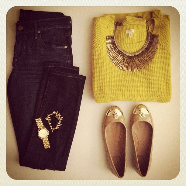 Chunky knit and Stella and Dot necklace (PEGASUS NECKLACE, in gold). @Stella