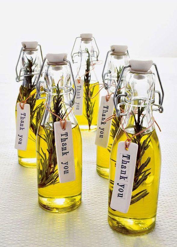 Ruckzuck-Gastgeschenk: kleine Flaschen für Öl mit Dankeschön-Kärtchen