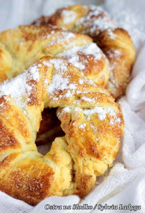 greckie obwarzanki , ciasto francuskie przepisy , ciasto francuskie na slodko , kruche rogaliki , kruche ciasteczka , ciastka francuskie , precle , precelki , ostra na slodko , sylwia ladyga , blog kulinarny , przepisy z ciasta francuskiego