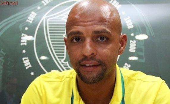 """""""Fizeram me sentir palmeirense"""": Agora é oficial: Felipe Melo assina contrato de 3 anos com o Palmeiras"""