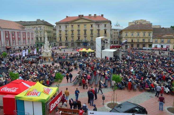Vezi cum a fost concertul lui Julio Iglasias din Piața Libertății din Timișoara.