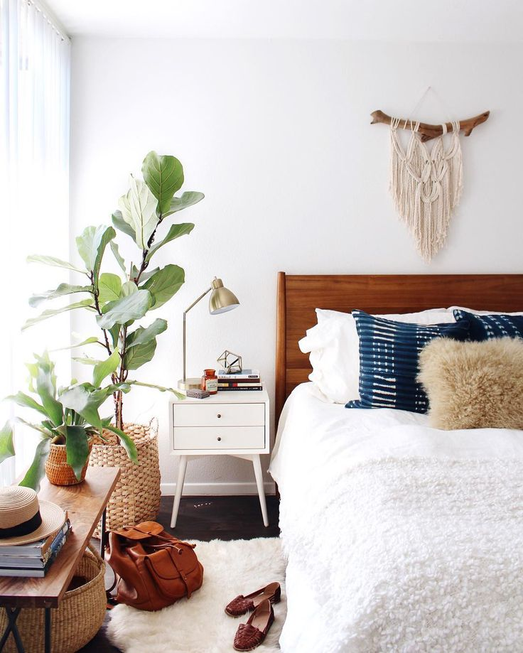 @newdarlings instagram - boho mid-century bedroom - macrame and lots of plants