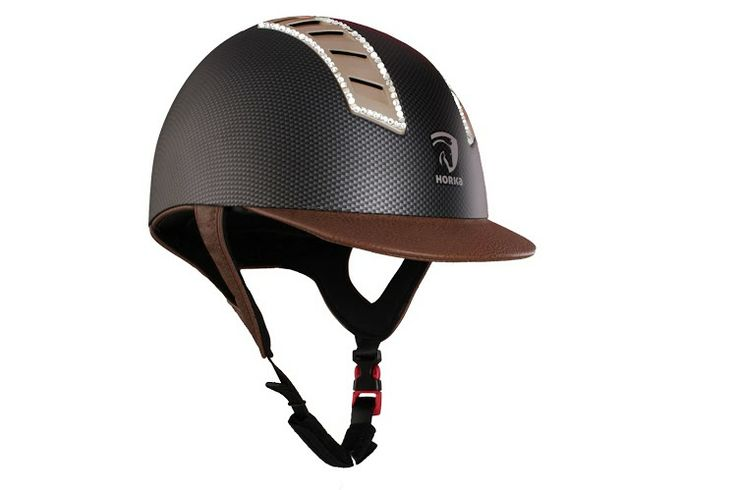 Mooie Arrow Carbon Strass Cap, met bruine details. Shop hem op lovemyhorse.nl