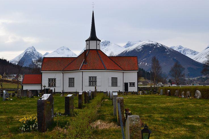 Tresfjord kirke