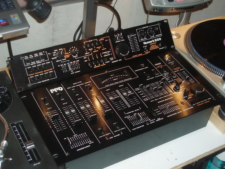 Old school Numark, the first mixer I had.