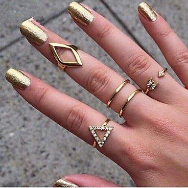 anillo de Europa y América del triángulo de la moda de las mujeres (5pcs) 2015 – $130.71