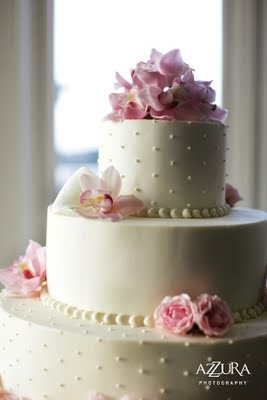 I like the mix of textures. Simple and elegant. Could be pretty to do cream frosting and white dots/pearls.