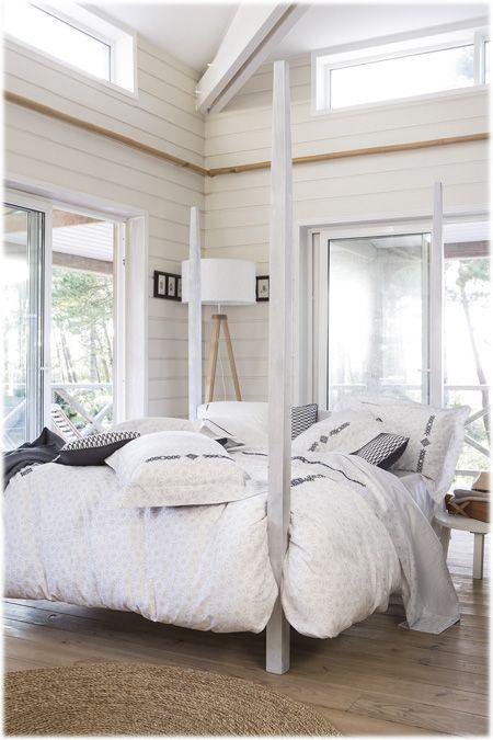 Linge de lit Alexandre Turpault modèle Grace disponible sur www.grandes-marques.fr #white #homedecor #bathrooms #modernbathroom #roomgirl