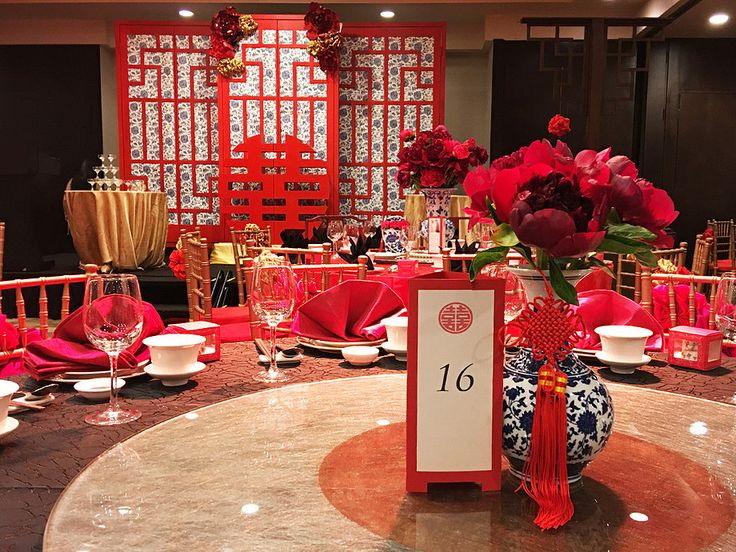 In Chinese weddings, blacks are usually taboo but with our dominating bright reds and gold, as well as Chinoiserie print porcelain vases and stage backdrop, the blacks added contrast and modernity to the oriental theme!
