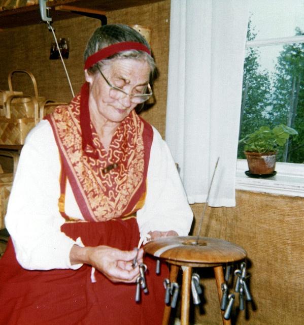 Smycken av hår Våmhus, Mora In Våmhus in Dalarna there are an old tradition of making jewellery of human hair.