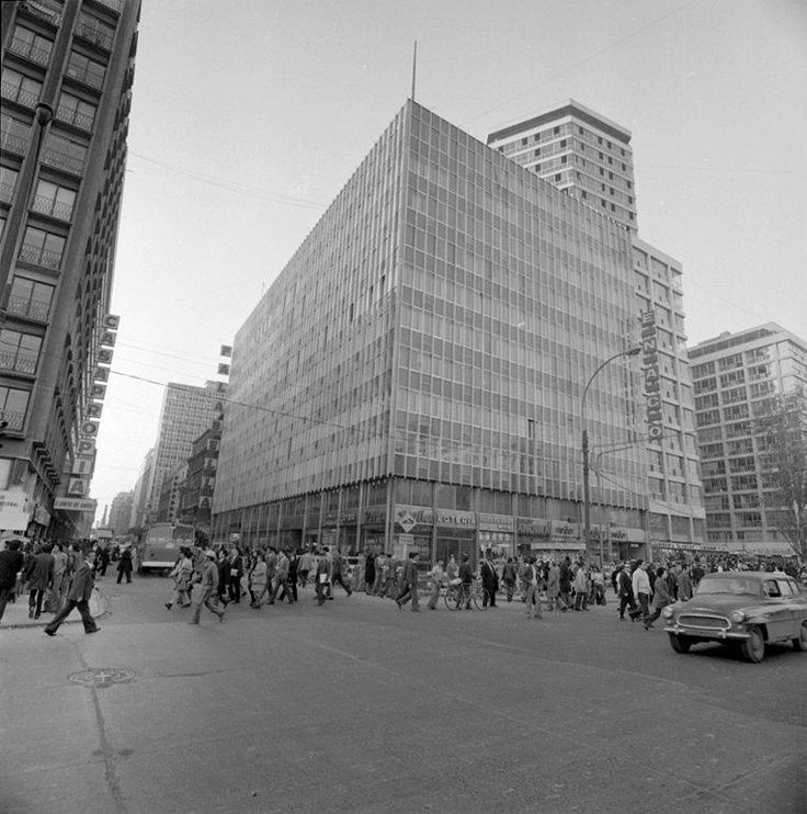 Vista de la esquina de Alameda con calle Ahumada de Santiago en el año 1970.
