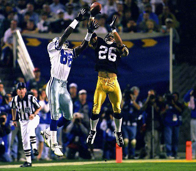 Steelers DB Rod Woodson deflects a pass intended for Cowboys WR Michael Irvin during Super Bowl XXX on Jan. 28, 1996.