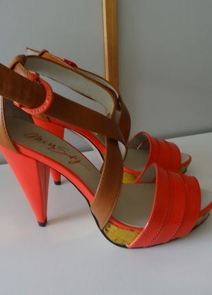 Kaufe meinen Artikel bei #Kleiderkreisel http://www.kleiderkreisel.de/damenschuhe/sandalen/36299024-miss-sixty-sandaletten-neu-gr37