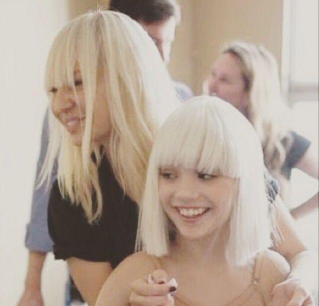 Single Girl Hd Wallpaper Sia S Face Is Soooo Cute Sia Pinterest Face Sia