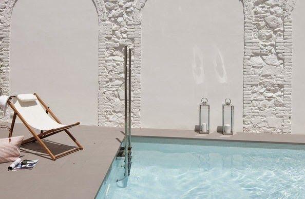 Si quieres ahorrar en la decoracion de la piscina ya no es necesario gastar grandes sumas de dinero en azulejos, baldosas ya que la pintura ...